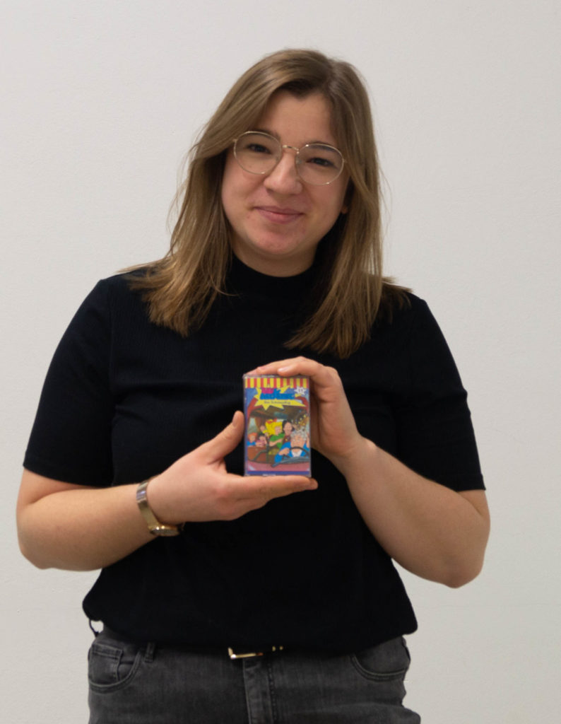 Kristina Brand mit einer Bibi Blocksberg Kassette